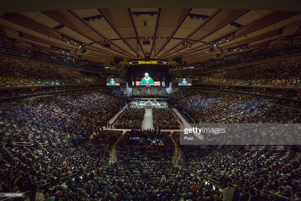 Pope Francis Celebrates Mass At Madison Square Garden In New York : News Photo