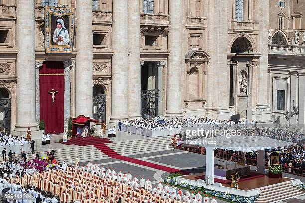 S SQUARE VATICAN CITY VATICAN Pope Francis celebrates the Canonization Mass of Mother Teresa in St Peter's Square in Vatican City Vatican Pope...