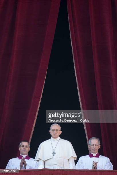 Pope Francis delivers his Christmas 'Urbi et Orbi' blessing message from the central balcony of St Peter's Basilica on December 25 2017 in Vatican...