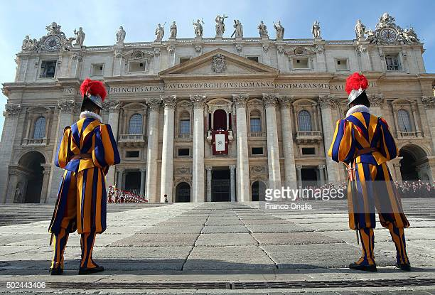 Pope Francis delivers his 'Urbi et Orbi' blessing message from the central balcony of St Peter's Basilica on December 25 2015 in Vatican City Vatican...