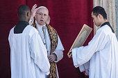 pope francis delivers urbi et orbi