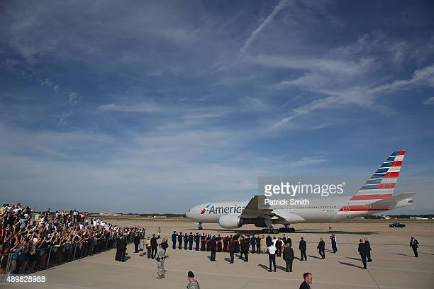 Pope Francis departs via American Airlines from Washington DC en route to New York City on September 24 2015 in Joint Base Andrews MarylandThe Pope...