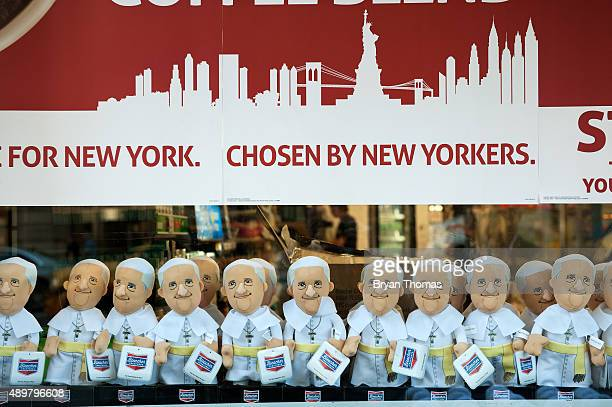 Pope Francis dolls are displayed next to apples in front of a 7Eleven on 5th Avenue on September 24 2015 in New York City Pope Francis who is...