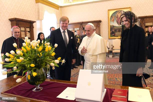 Pope Francis exchanges gifts with Dutch King WillemAlexander and Queen Maxima during an audience at the Apostolic Palace on June 22 2017 in Vatican...