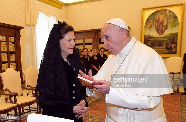 Pope Francis exchanges gifts with Queen Silvia of Sweden during a private audience at the Apostolic Palace on April 27 2015 in Vatican City Vatican...