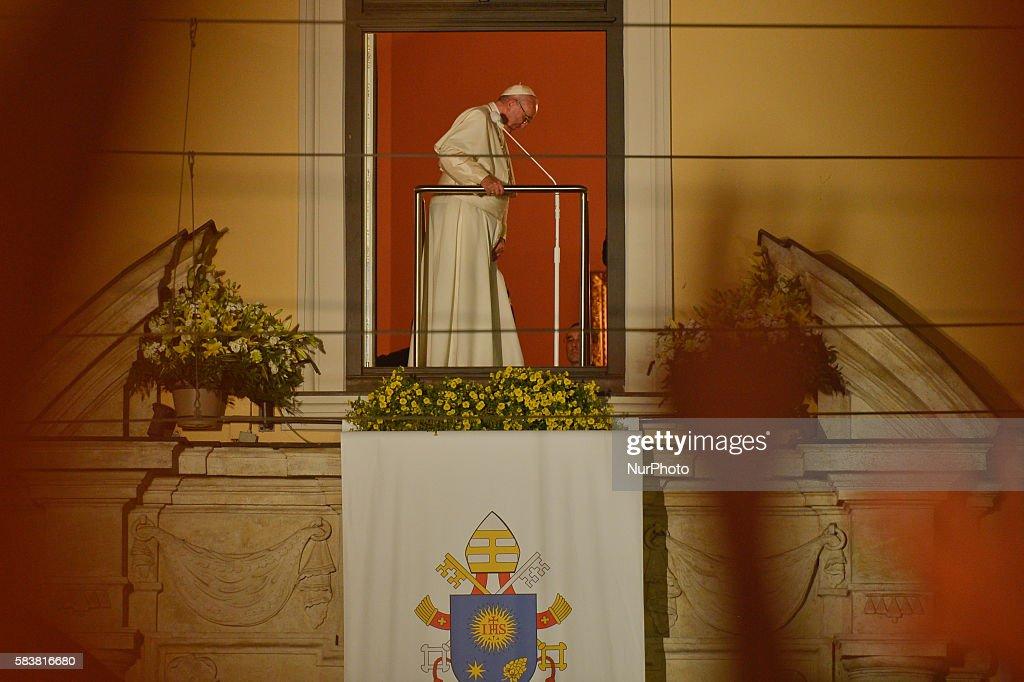 Pope Francis appears in 'Jean Paul II's window' : News Photo