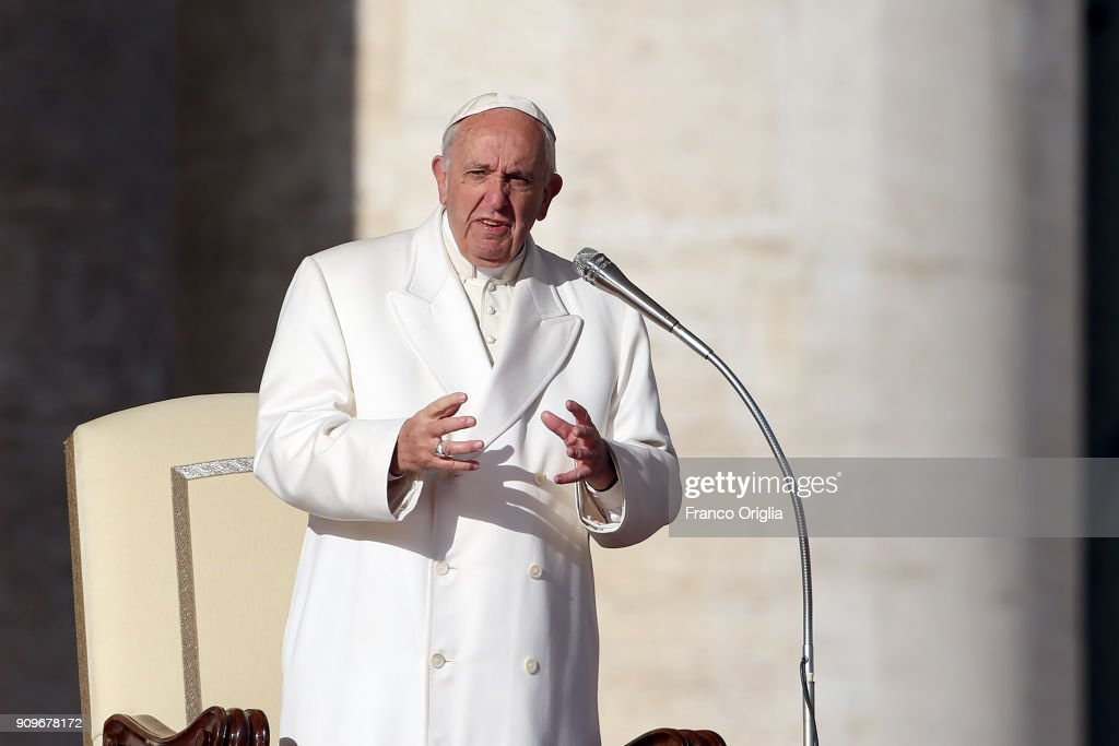 Pope Francis Attends His Weekly Audience : News Photo