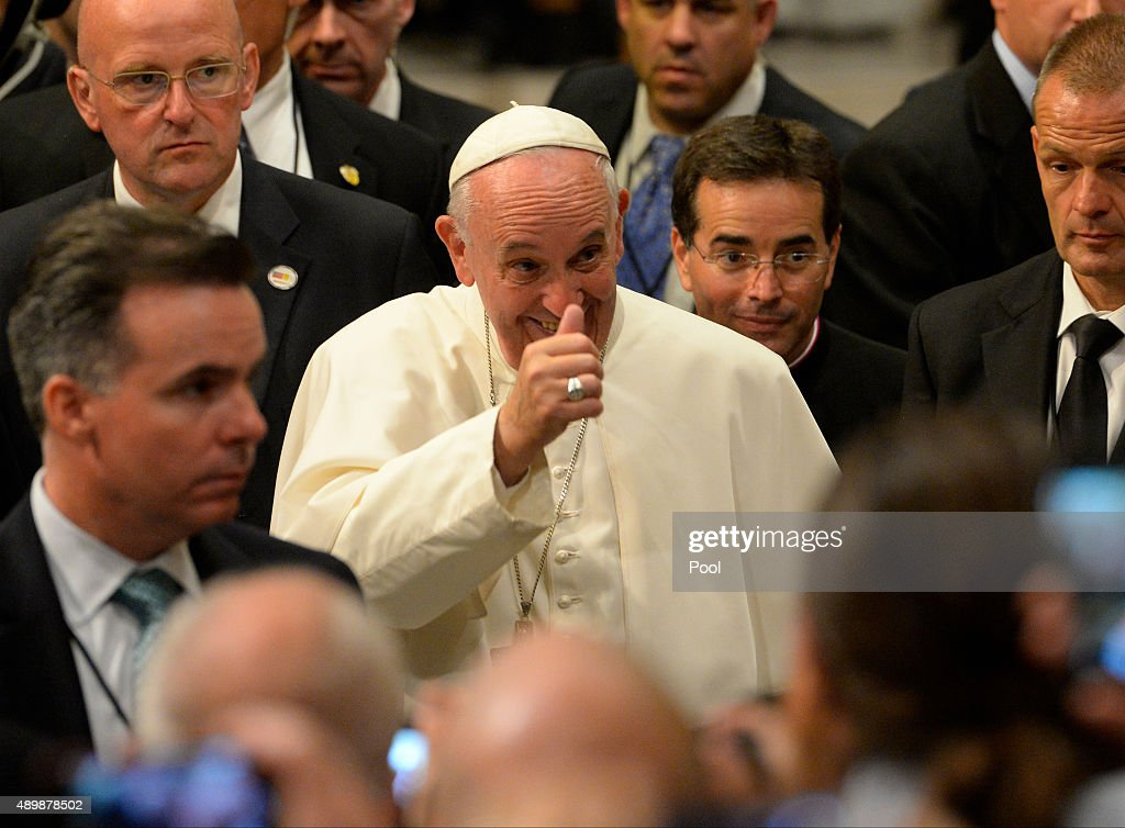 Evening Prayer Service At New York's St. Patrick's Cathedral Led By Pope Francis : News Photo