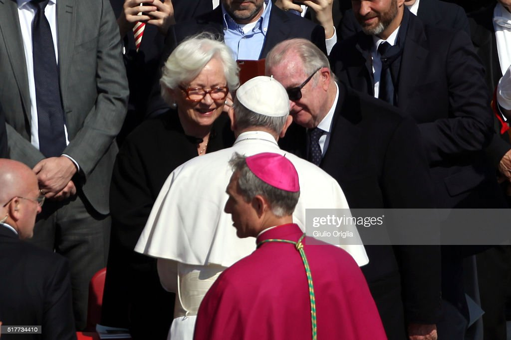 Pope Attends The Easter Mass and Delivers His Urbi Et Orbi Blessing : News Photo