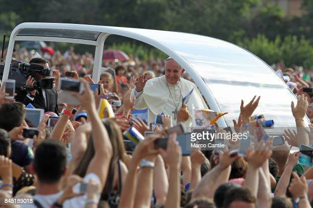Pope Francis greets the faithful during his visit to the city of Caserta