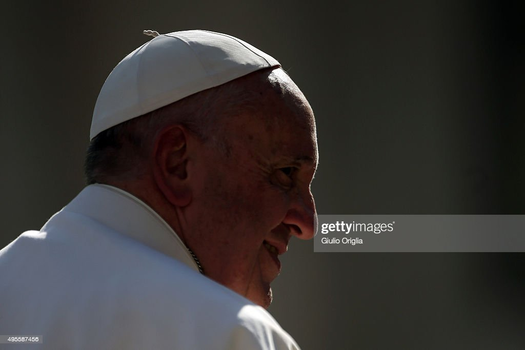 Pope Francis Holds His Weekly Audience : News Photo
