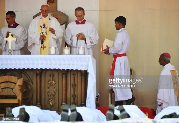 Pope Francis leads mass for Bangladeshi Christians in Dhaka on December 1 2017 Pope Francis arrived in Bangladesh from Myanmar on November 30 for the...