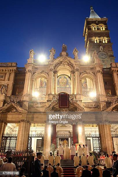 Pope Francis leads the congregation in the Solemnity of the Corpus Christi at the Basilica di Santa Maria Maggiore on June 4 2015 in Rome Italy The...