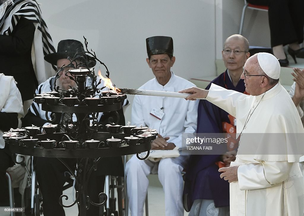 ITALY-VATICAN-RELIGION-POPE-PEACE-ASSISI : News Photo