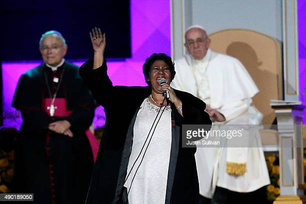 Pope Francis looks on as Aretha Franklin performs during the Festival of Families on September 26 2015 in Philadelphia Pennsylvania Pope Francis is...