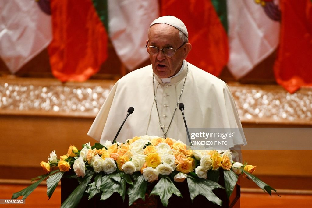 Pope Francis makes a speech during an event in Naypyidaw on November 28, 2017. Pope Francis called for respect for rights and justice in a keenly-watched address in Myanmar on November 28, but refrained from any mention of the Rohingya, or allegations of ethnic cleansing that has driven huge numbers of the Muslim minority from the country. / AFP PHOTO / Vincenzo PINTO