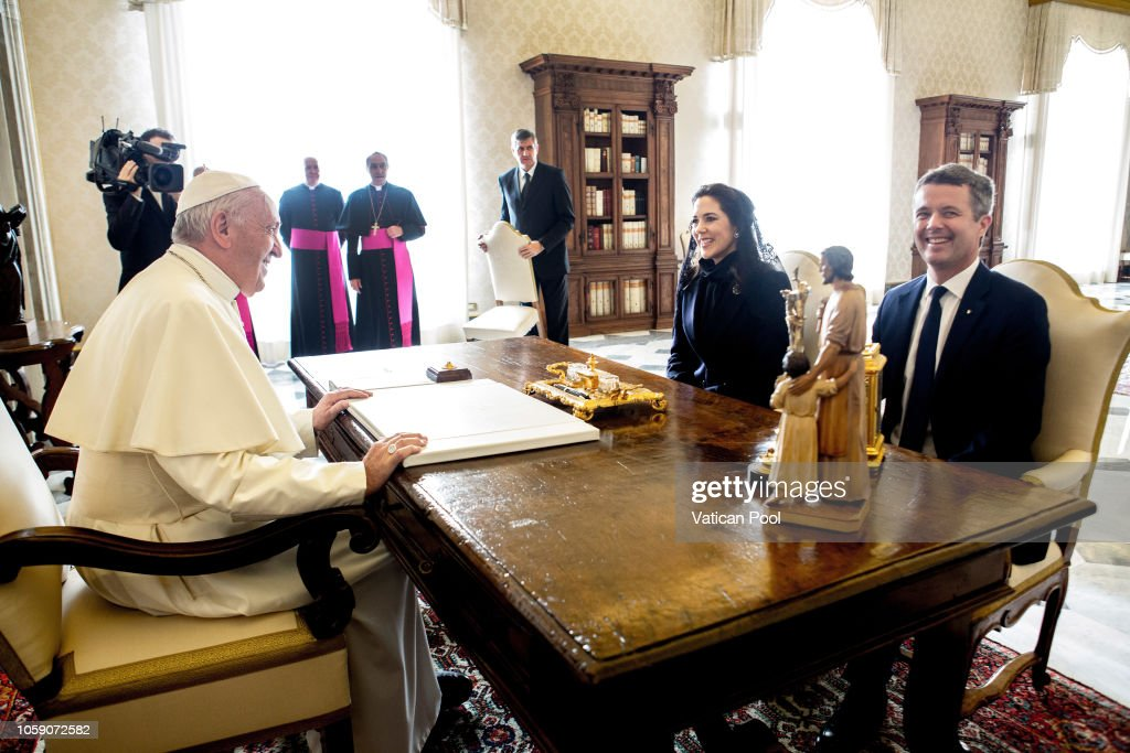 CASA REAL DE DINAMARCA - Página 41 Pope-francis-meets-crown-princess-mary-and-crown-prince-frederik-of-picture-id1059072582
