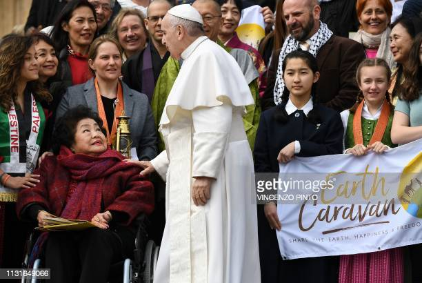 Pope Francis meets JapaneseCanadian nuclear disarmament campaigner and 'Hibakusha' who survived the atomic bombing of Hiroshima on August 6 Setsuko...