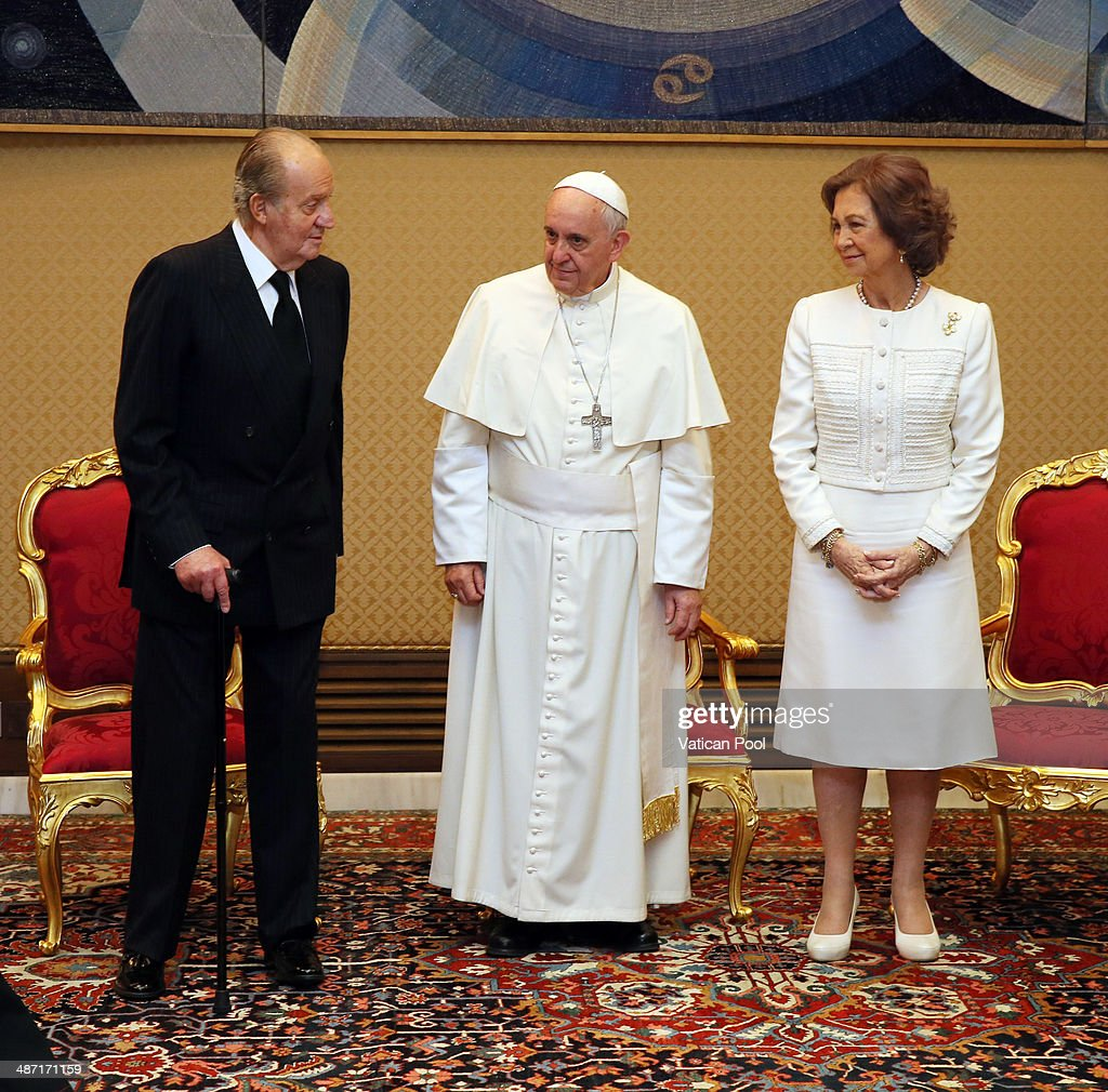 Pope Francis Meets King Juan Carlos and Queen Sofia of Spain : News Photo