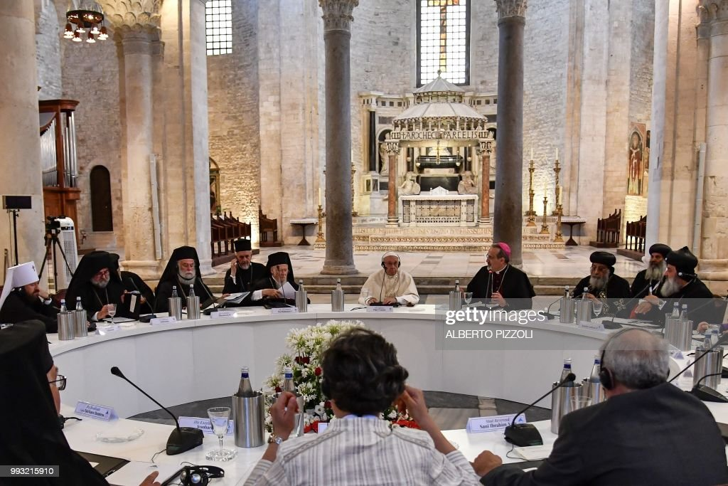VATICAN-POPE-RELIGION-MIDEAST : News Photo