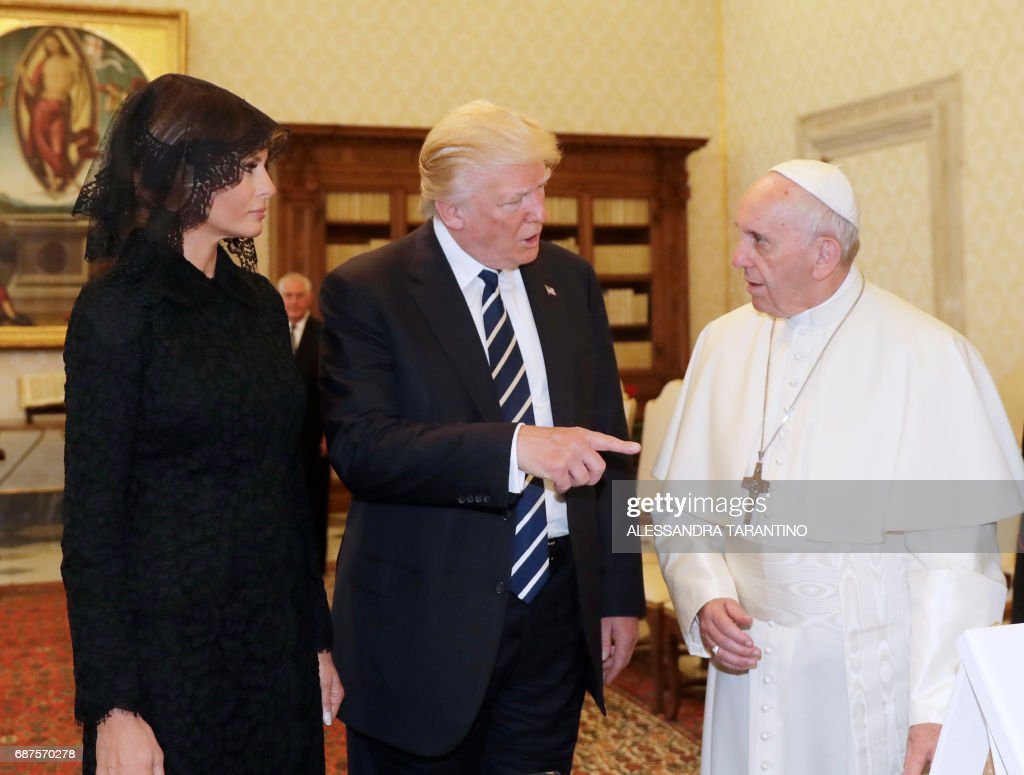 Pope Francis (R) meets with US President Donald Trump and US First Lady Melania Trump during a private audience at the Vatican on May 24, 2017. US President Donald Trump met Pope Francis at the Vatican today in a keenly-anticipated first face-to-face encounter between two world leaders who have clashed repeatedly on several issues. / AFP PHOTO / POOL / Alessandra Tarantino