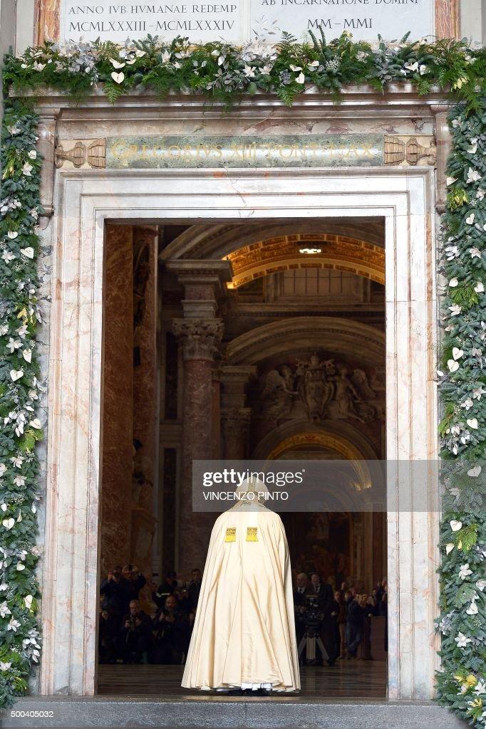 Pope Francis opens a u0027Holy Dooru0027 at St Peteru0027s basilica to mark the start & Holy Mass And Opening Of The Holy Door Of St. Peteru0027s Basilica ... pezcame.com