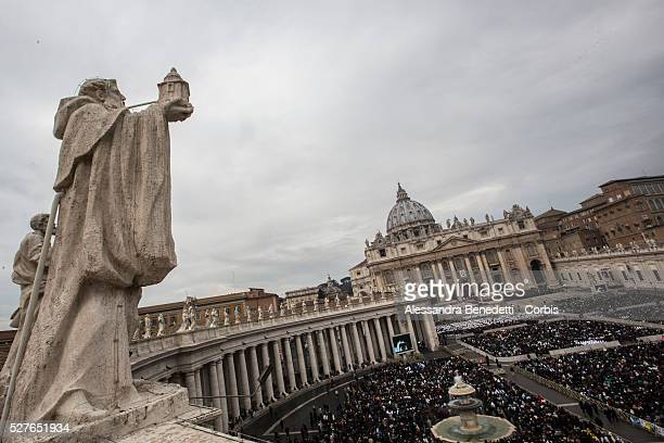 Pope Francis opens extraordinary Jubileum of Mercy in St Peter's Square at the Vatican