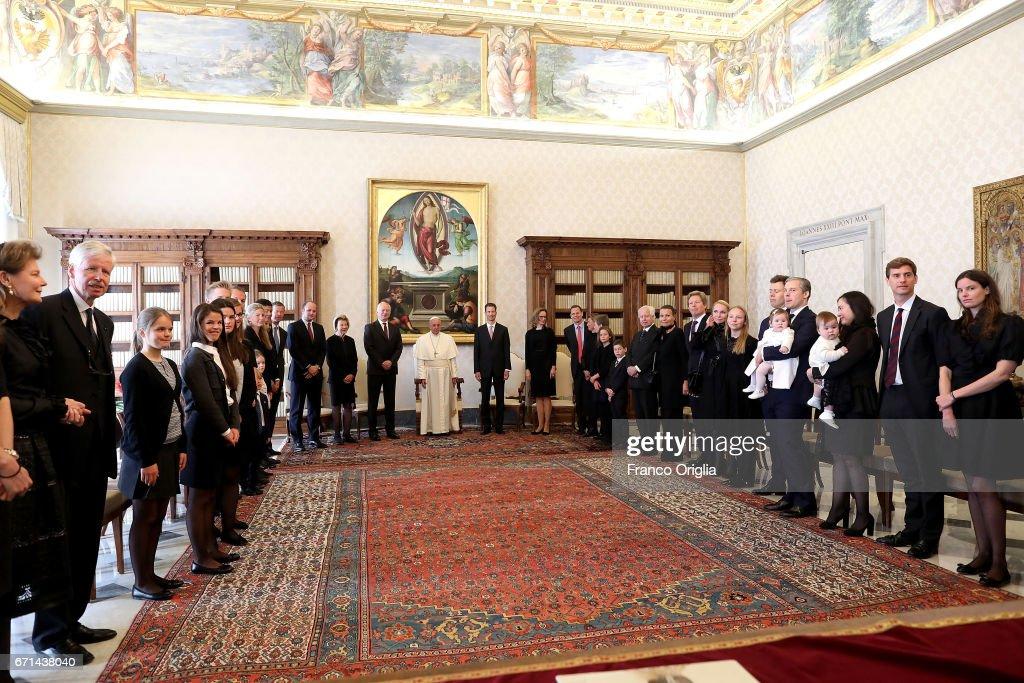 Pope Meets Royals Of Liechtenstein : Nachrichtenfoto