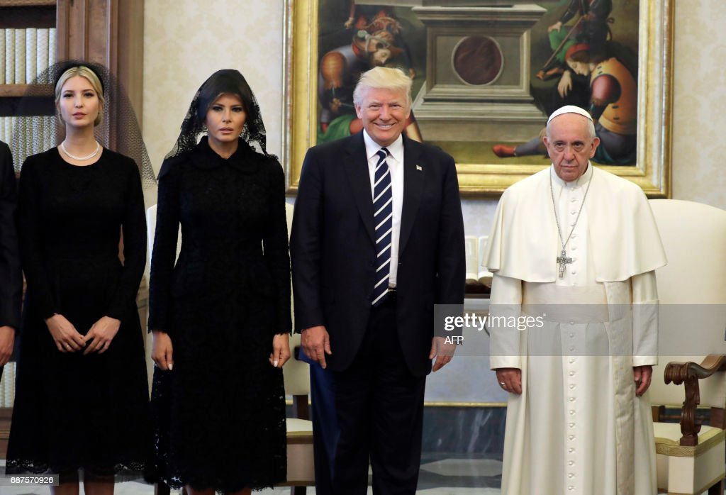 Pope Francis (R) poses with US President Donald Trump (C), US First Lady Melania Trump and the daughter of US President Donald Trump Ivanka Trump (L) at the end of a private audience at the Vatican on May 24, 2017. US President Donald Trump met Pope Francis at the Vatican today in a keenly-anticipated first face-to-face encounter between two world leaders who have clashed repeatedly on several issues. / AFP PHOTO / POOL / Evan Vucci