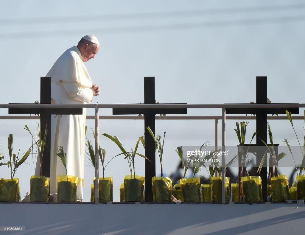 TOPSHOT-US-MEXICO-POPE-VISIT : News Photo