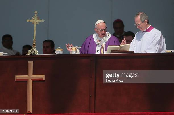 Pope Francis prays during a mass for the people at El Caracol on February 14, 2016 in Ecatepec, Mexico. Pope Francis is on a five days visit in...