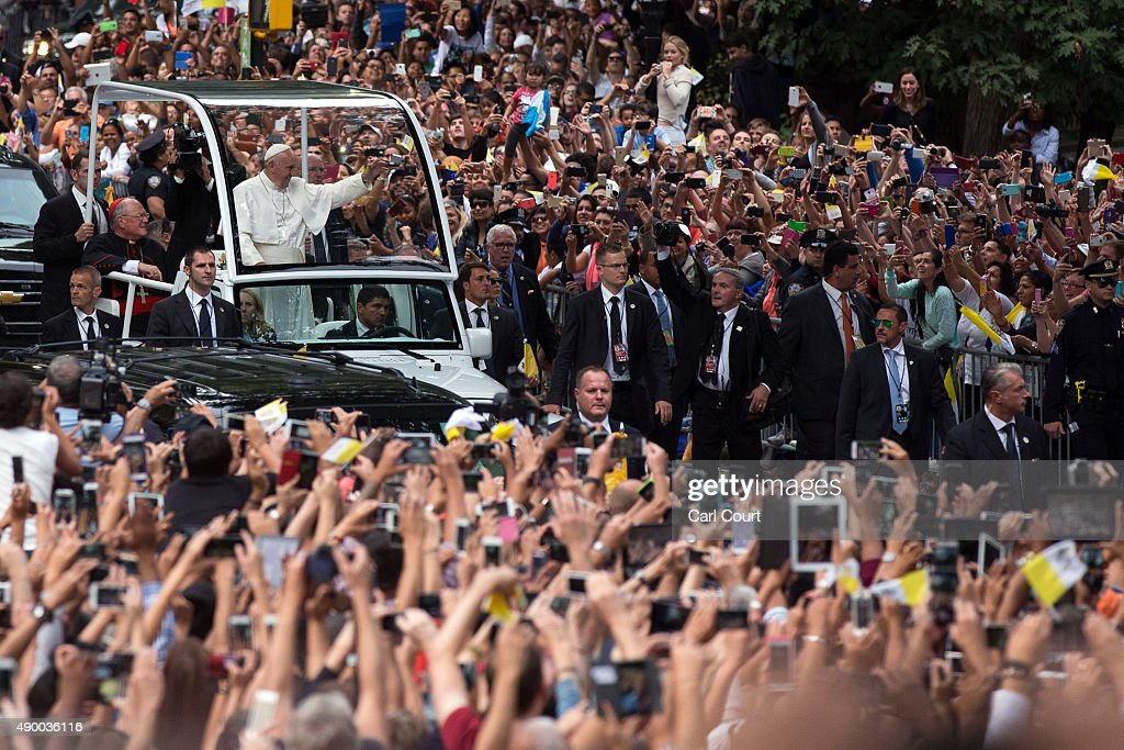 Pope Francis Rides In Motorcade Through New York's Central Park : News Photo