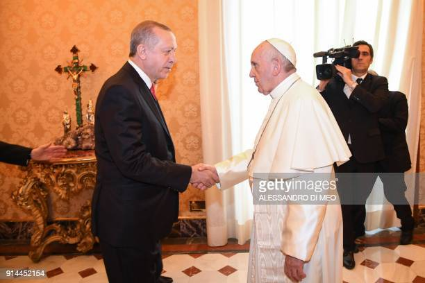 Pope Francis shakes hands with Turkey's President Recep Tayyip Erdogan before a private audience on February 5 2018 at the Vatican / AFP PHOTO / POOL...