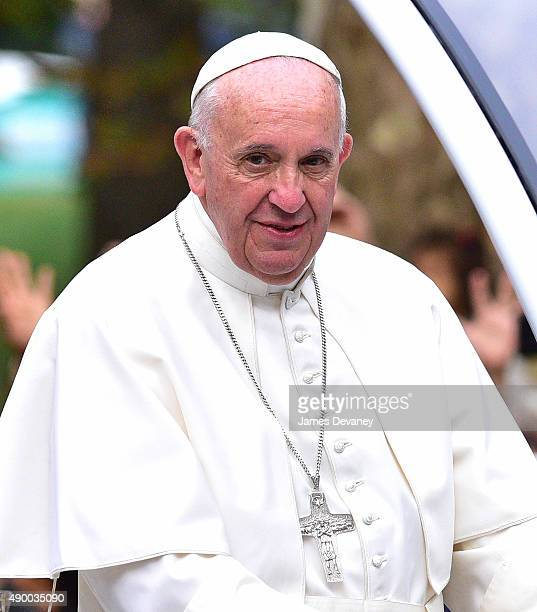 Pope Francis travels through Central Park to meet and greet New Yorkers on September 25 2015 in New York City