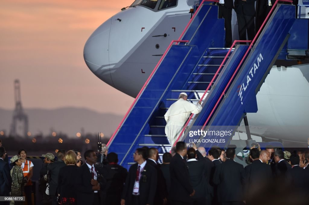 Pope Francis waves goodbye before boarding the plane back to Rome, at Lima's airport on January 21, 2018. Pope Francis took a tough stand against political corruption on Sunday, hours before wrapping up his Latin American trip with a mass at an air base before a million faithful. /