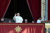 vatican city vatican pope francis waves