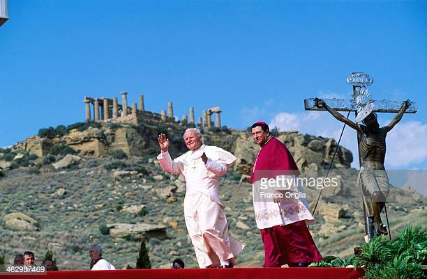 Pope John Paul II celebrates a mass at the Valle dei Templi on his official visit to Sicily on May 9 1993 in Agrigento Sicily During the visit...