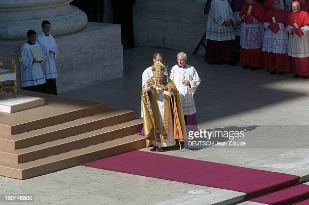 Pope John Paul Ii Celebrates His Eighth Consistory And Appoints 44 New Cardinals Vatican 21 février 2001 Le pape JEANPAUL II célèbre son huitième...