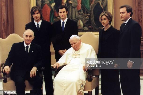 Pope John Paul II meets Argentina's President Fernando De la Rua his son Antonio de la Rua and his family at his private library in the Apostolic...