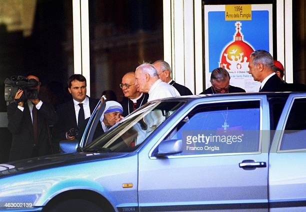 Pope John Paul II meets Mother Teresa of Calcutta for the last time before her death outside the Paul VI Hall on May 20, 1997 in Vatican City,...