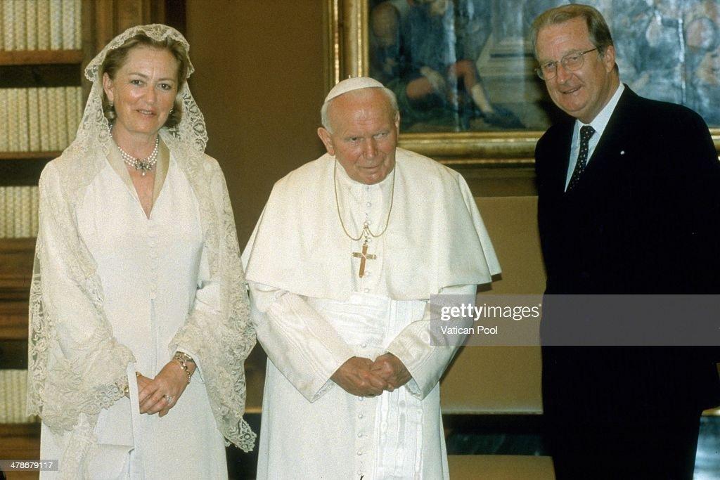 John Paul II Meets The Belgian Royals : News Photo