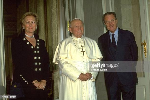 Pope John Paul II meets Queen Paola of Belgium and King Albert of Belgium during an official visit to Belgium on June 4 1995 in Brussels Belgium
