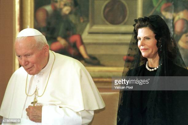 Pope John Paul II meets Queen Silvia of Sweden at his private library in the Apostolic Palace on November 13 1999 in Vatican City Vatican
