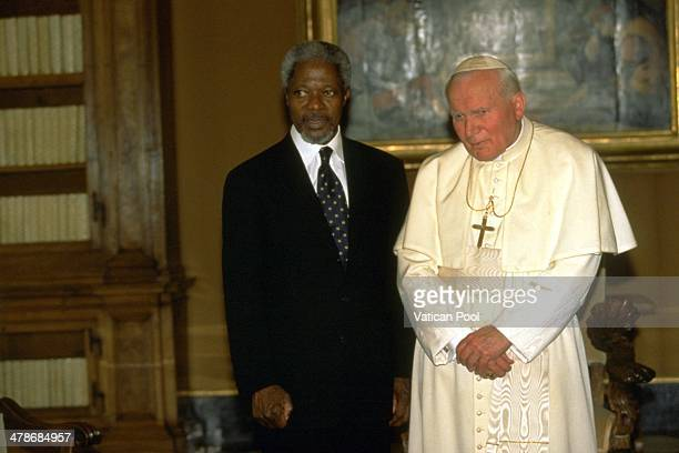Pope John Paul II meets SecretaryGeneral of the United Nations Kofi Annan at his private library in the Apostolic Palace on April 1 1997 in Vatican...
