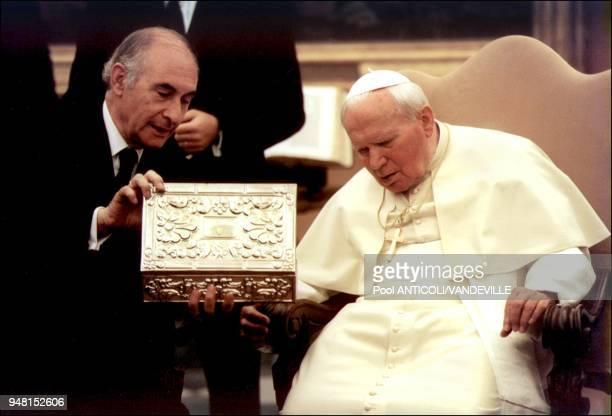 Pope John Paul II meets the Argentina Republic President Fernando De La Rua