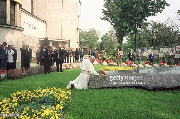 Pope John Paul II prays 14 June 1987 in Warsaw in front of the church of Saint Stanislas at the tomb of dissident priest Jerzy Popieluszko a defender...
