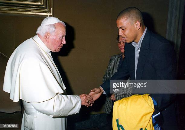 Pope John Paul II shakes hands with Inter Milan's Brazilian soccer star Ronaldo as Ronaldo' s mother Sonia Nazario De Lima looks on during an...