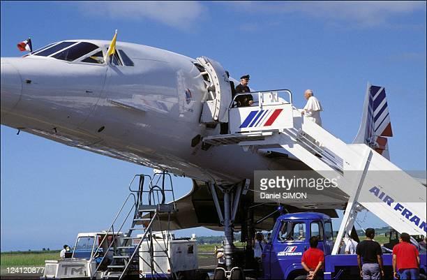 Pope John Paul II visits La Reunion islandon May 02 1989 JohnPaul II on the gangway of Concorde jet