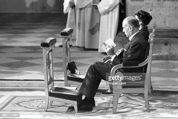 Pope John Paul II's apostolic journey to France. Holy mass at the Notre Dame cathedral in Paris, on May 31st 1980. Pictured: French presidential...