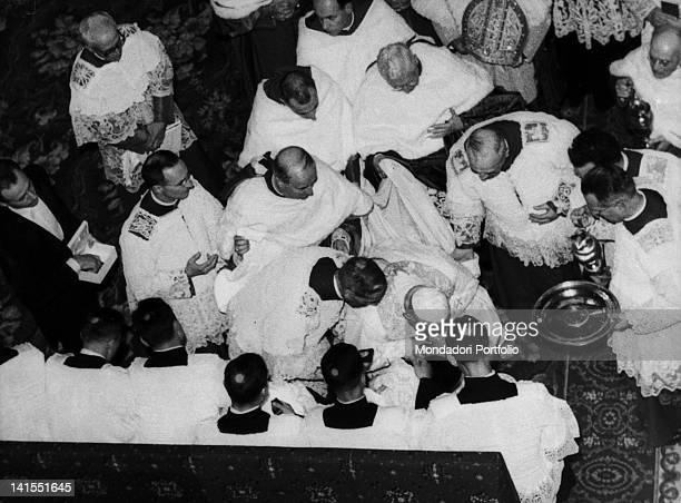 Pope John XXIII in occasion of the celebration of Maundy Thursday at the Basilica of St John Lateran bending over to kiss priest foot during paschal...